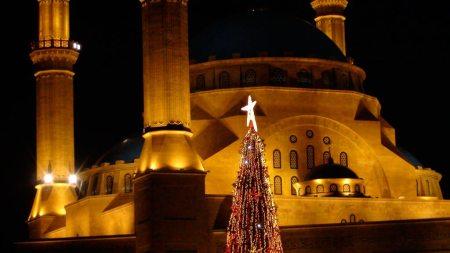L'arbre de Nadal davant la mesquita al Centre Ville de Beirut