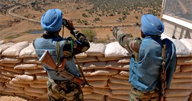 Soldats indis vigilant la Línia Blava